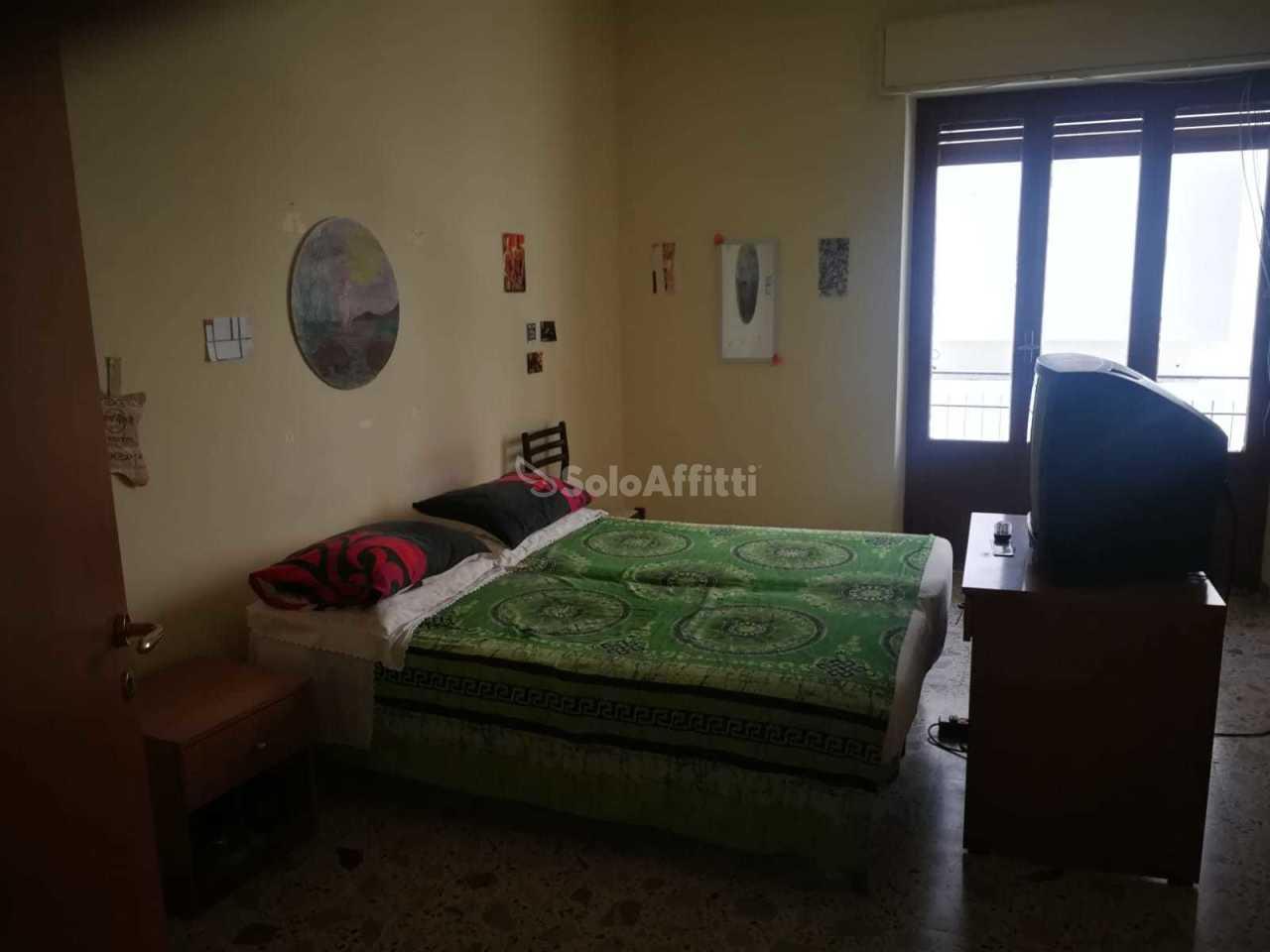 Stanza / posto letto in buone condizioni arredato in affitto Rif. 11028113