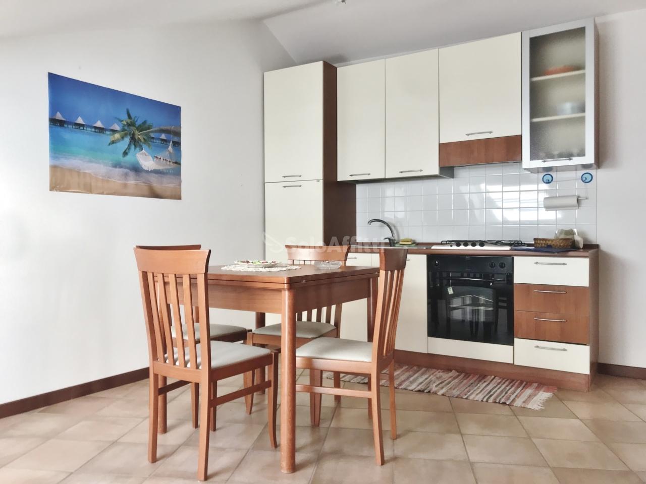 Attico / Mansarda in buone condizioni arredato in affitto Rif. 9811141