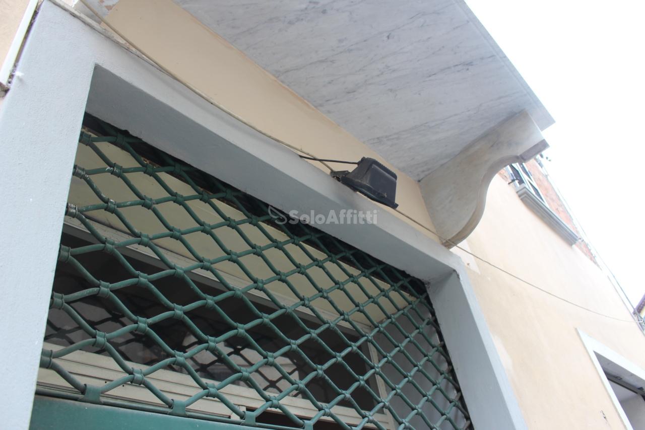 Fondo/negozio - 1 vetrina/luce a Centro, Foiano della Chiana