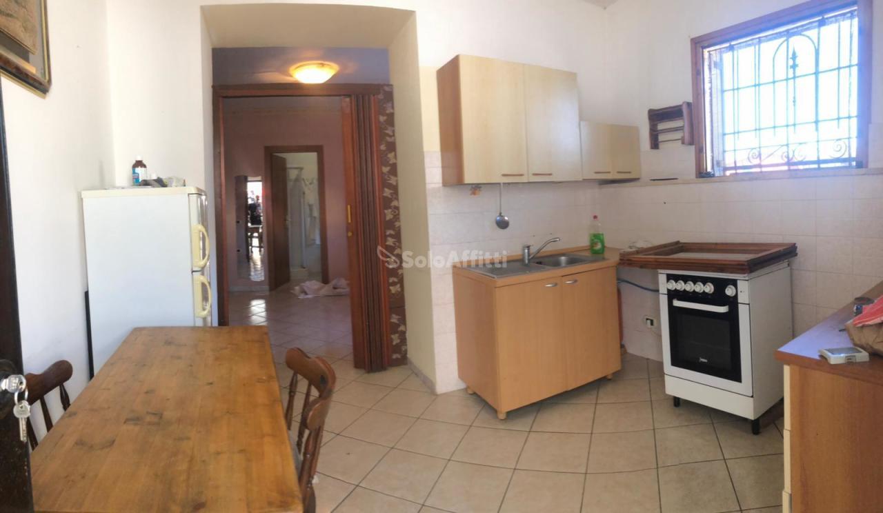 Bilocale in buone condizioni arredato in affitto Rif. 11138978