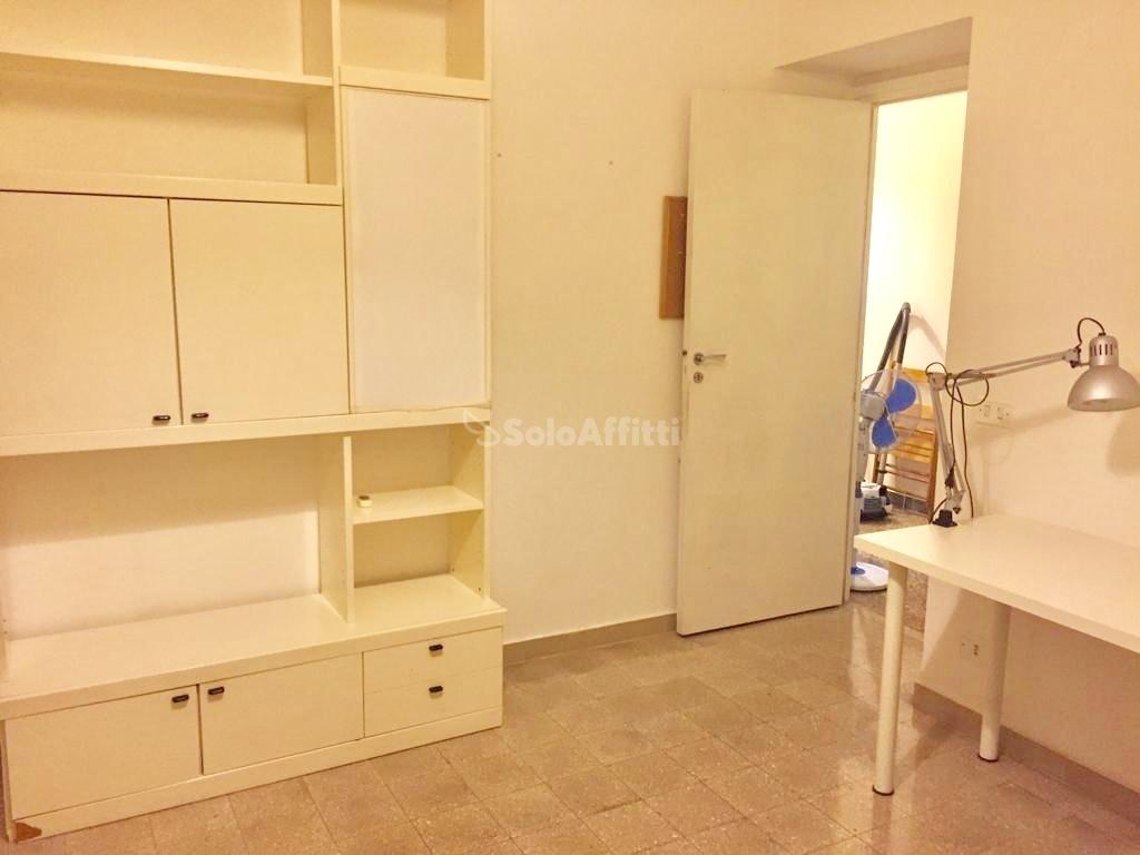 Stanza / posto letto in buone condizioni arredato in affitto Rif. 10849615