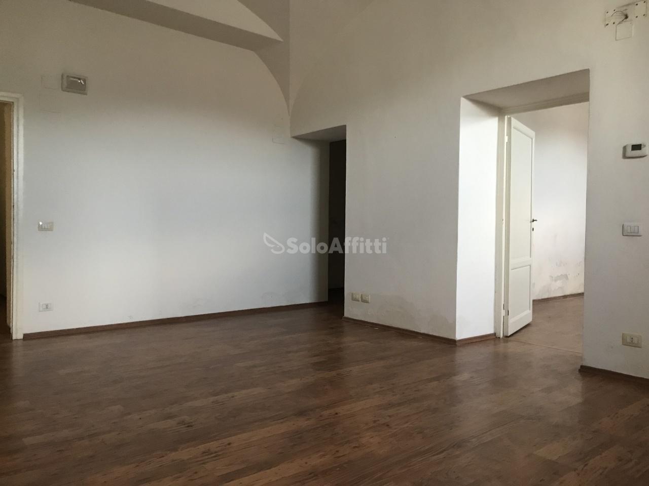 Stanza / posto letto ristrutturato arredato in affitto Rif. 10781181