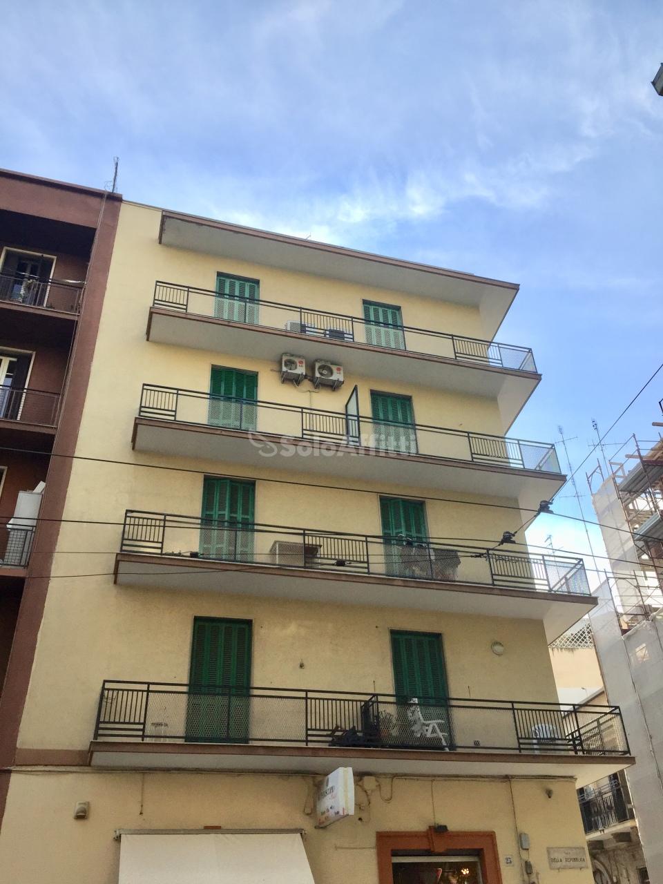 Quadrilocale in buone condizioni arredato in affitto Rif. 10115897