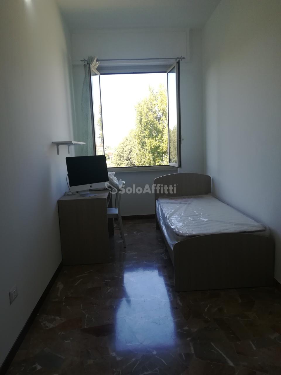 Stanza / posto letto in buone condizioni arredato in affitto Rif. 10297560