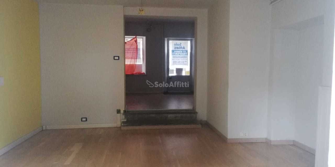 Fondo/negozio - 1 vetrina/luce a Beinasco Rif. 12389164