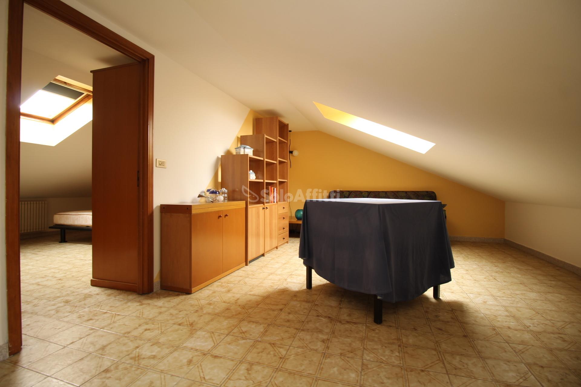 Affitto appartamento mansarda arredato 45 mq for Affitti rivoli arredato