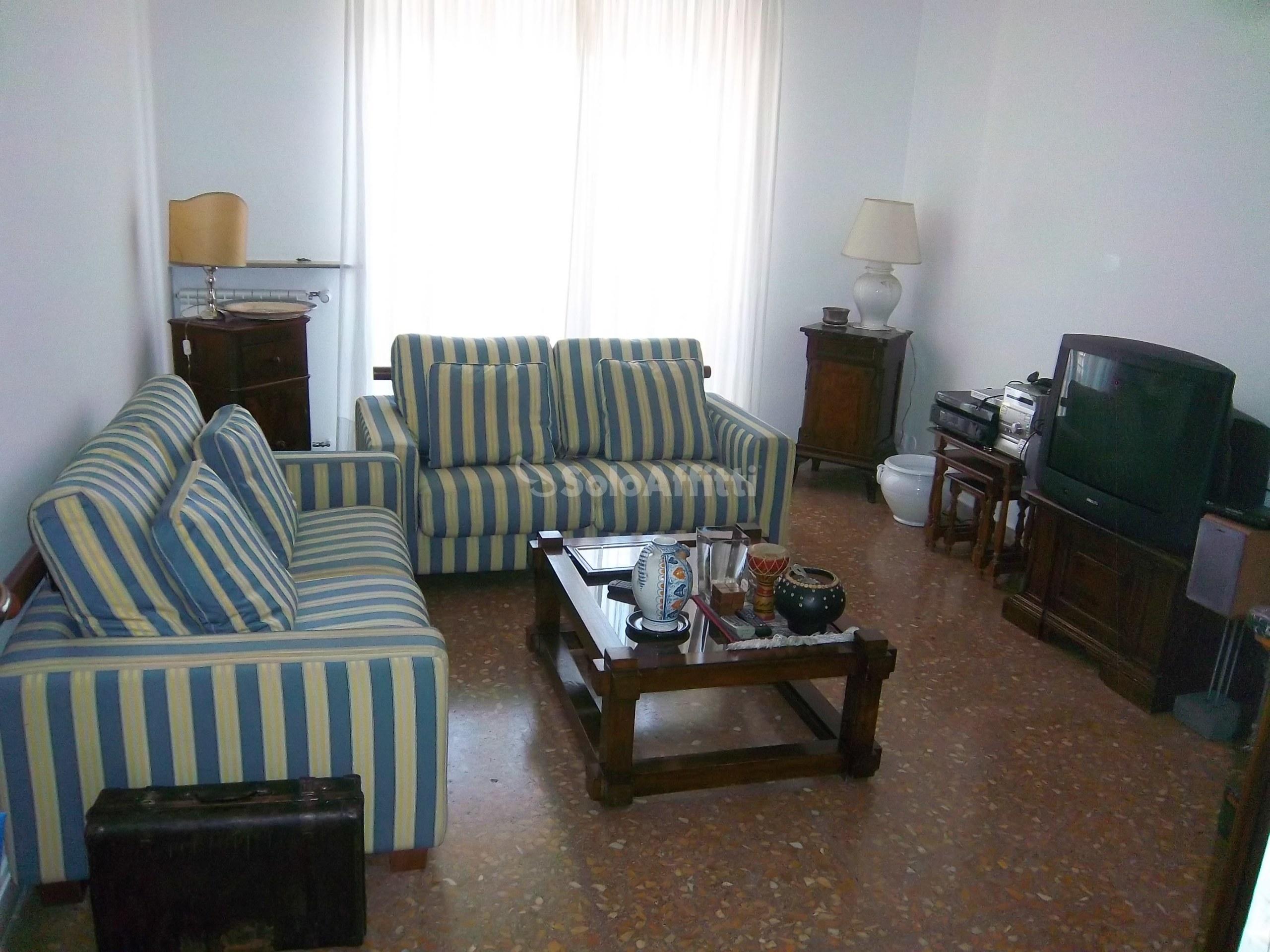 Immobili in affitto roma case uffici e negozi in affitto for Stanze ufficio in affitto roma