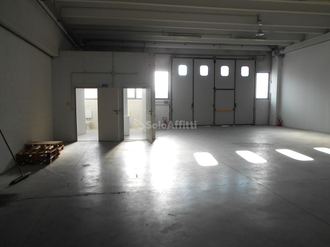 Capannone in affitto a Cantù, 2 locali, prezzo € 1.500 | PortaleAgenzieImmobiliari.it