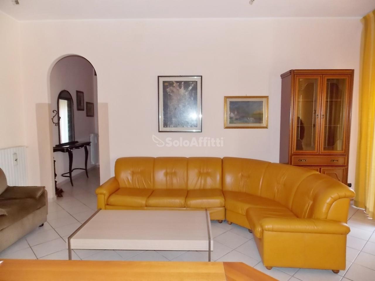 Trilocale in buone condizioni arredato in affitto Rif. 10525327