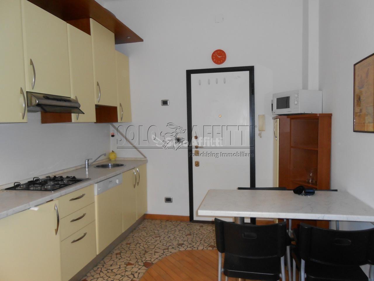 Bilocale in buone condizioni arredato in affitto Rif. 10701842