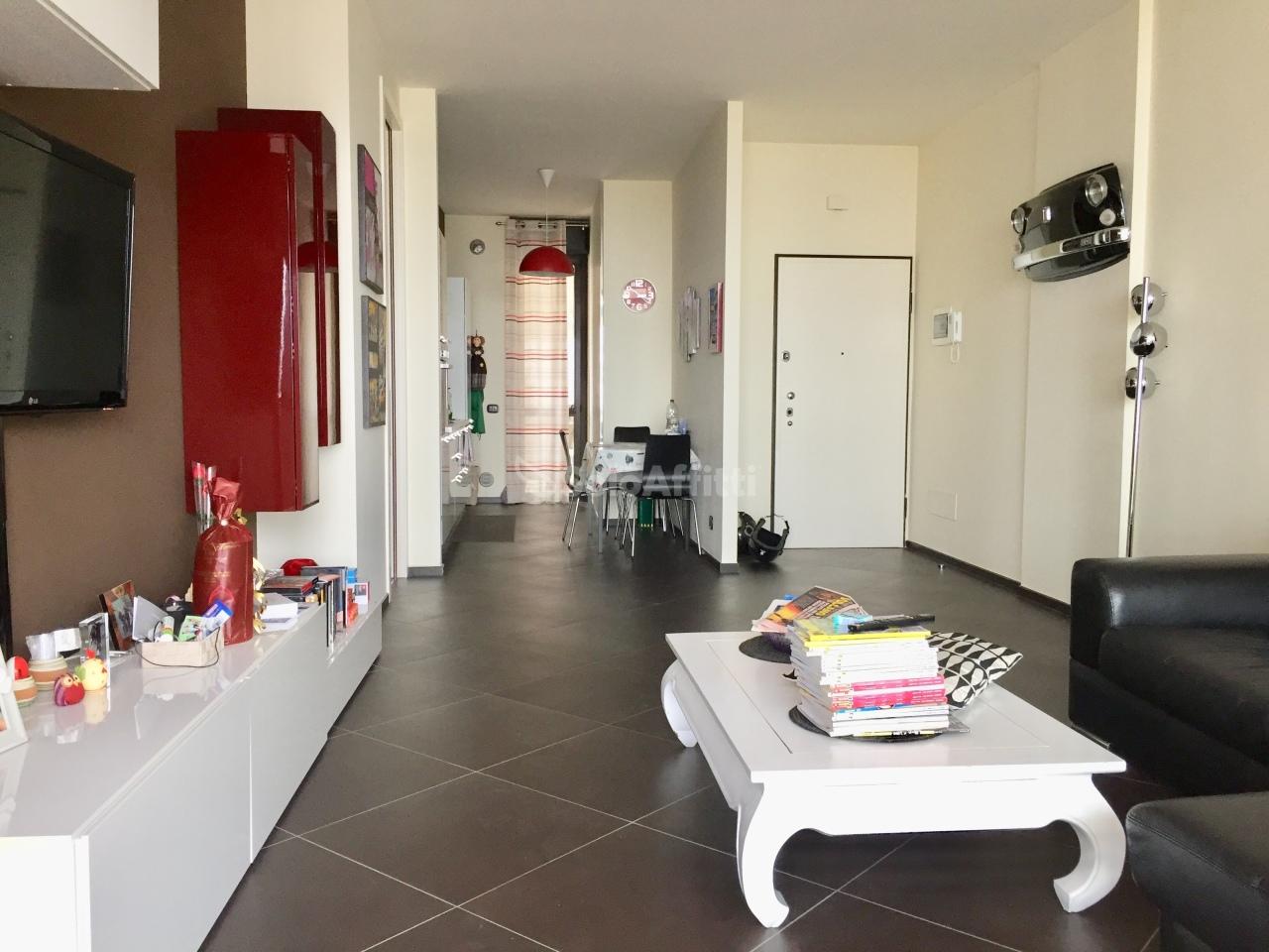 Trilocale in ottime condizioni arredato in affitto Rif. 9629727