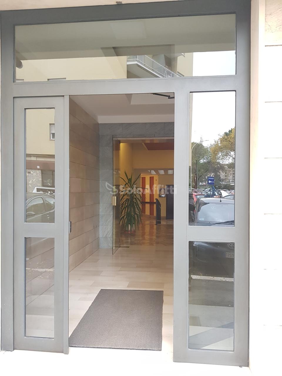 Quadrilocale in buone condizioni arredato in affitto Rif. 11674345