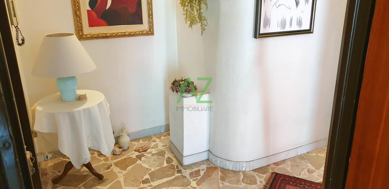 Appartamento in buone condizioni in vendita Rif. 10484604