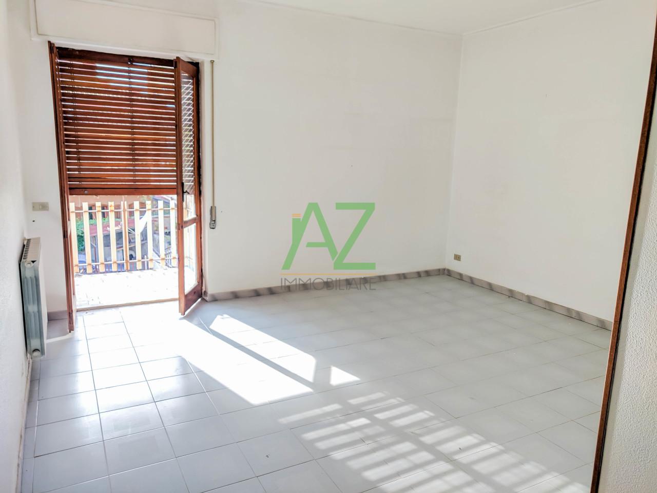 Appartamento da ristrutturare in vendita Rif. 11060061