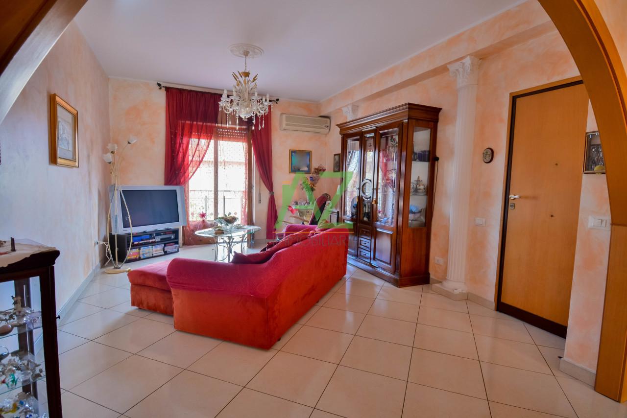 Appartamento in buone condizioni in vendita Rif. 10223356