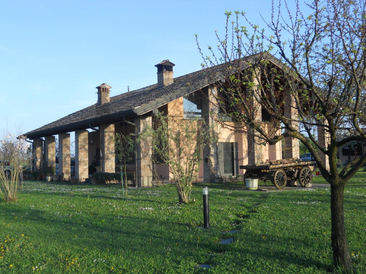 Casa Indipendente in ottime condizioni in vendita Rif. 11915729