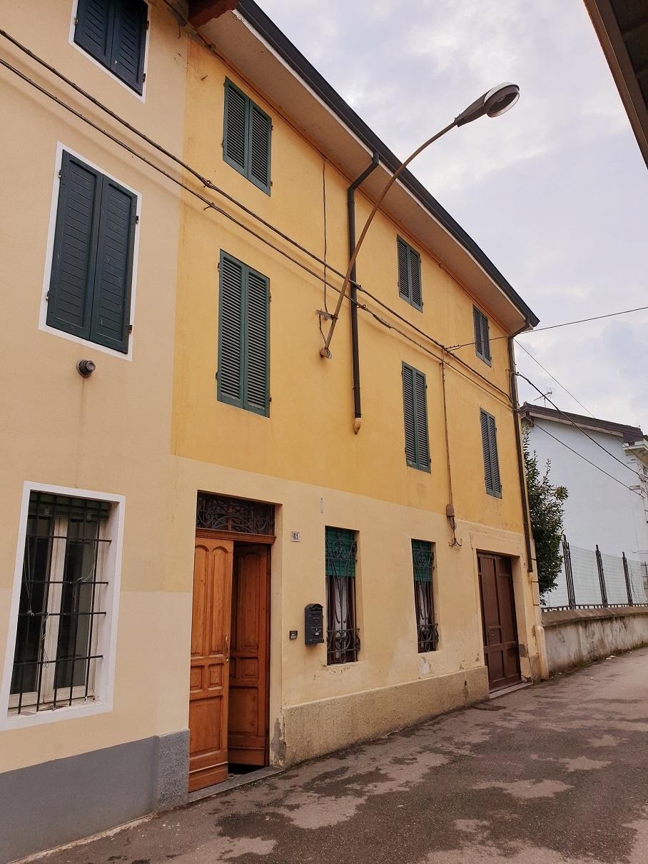 Porzione di casa da ristrutturare in vendita Rif. 12201075