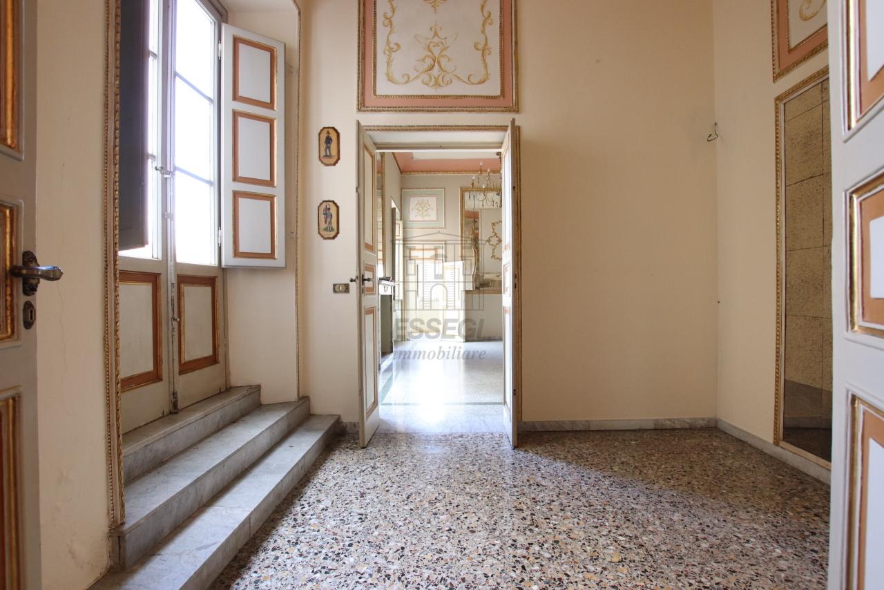 Appartamento Lucca Centro storico IA03468 img 4