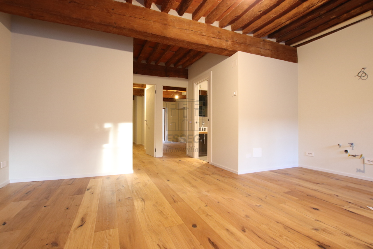 Appartamento Lucca Centro storico IA03520 img 4