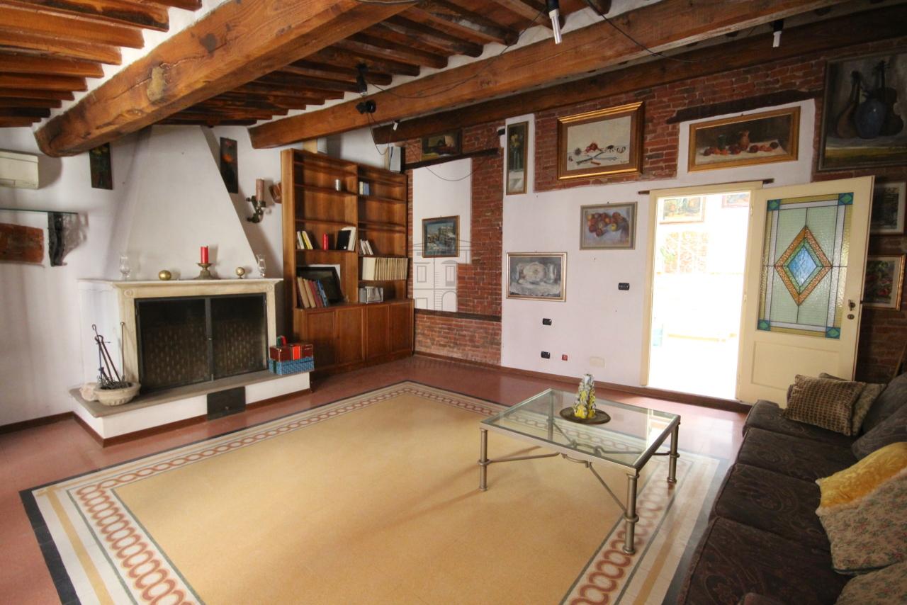 Appartamento Lucca Centro storico IA03358 img 19