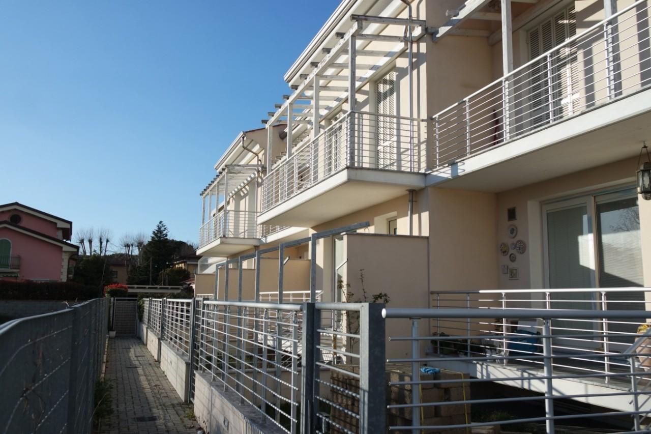 Appartamento - con giardino a Marina Di Carrara, Carrara