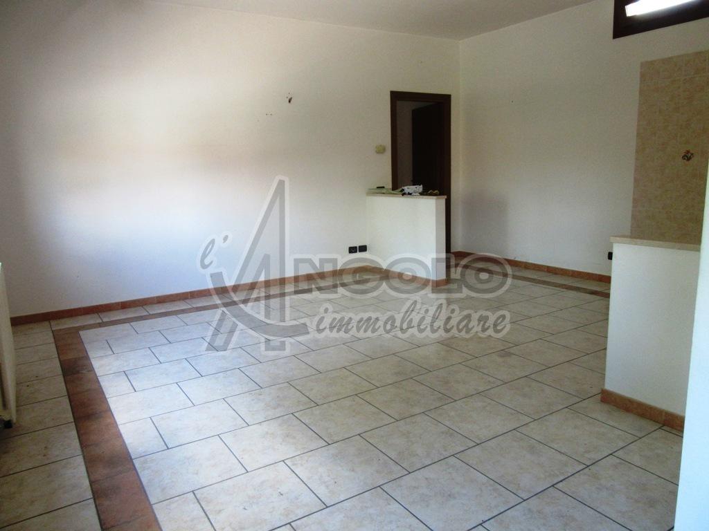 Appartamento in vendita a Frassinelle Polesine, 5 locali, prezzo € 63.000 | PortaleAgenzieImmobiliari.it