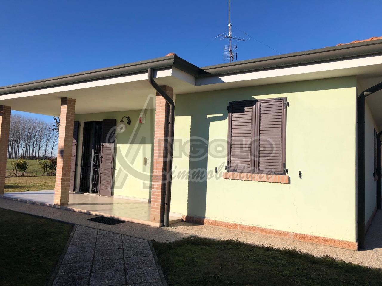 Soluzione Indipendente in vendita a Stienta, 5 locali, prezzo € 220.000 | CambioCasa.it