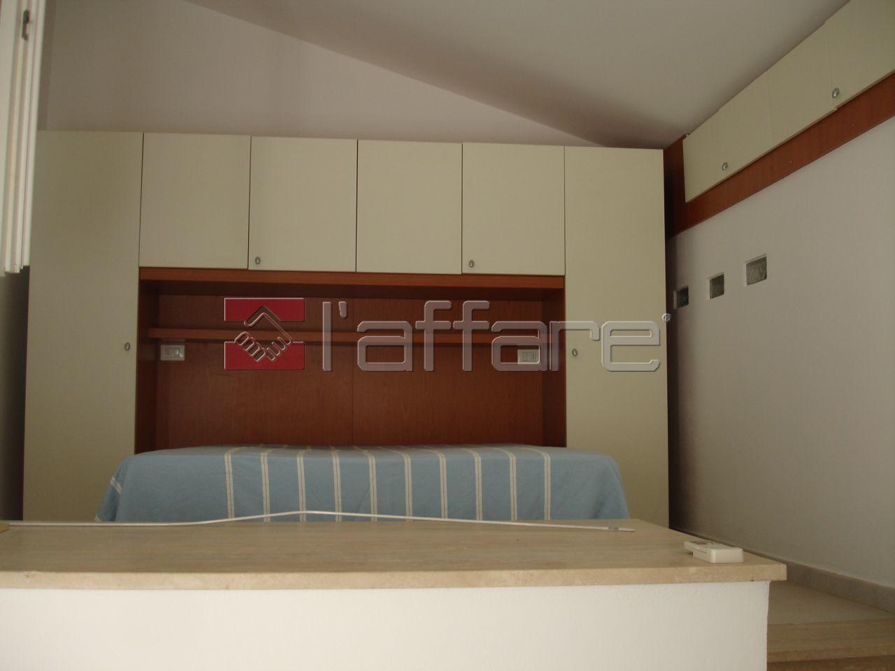 Appartamento ristrutturato arredato in affitto Rif. 9998093