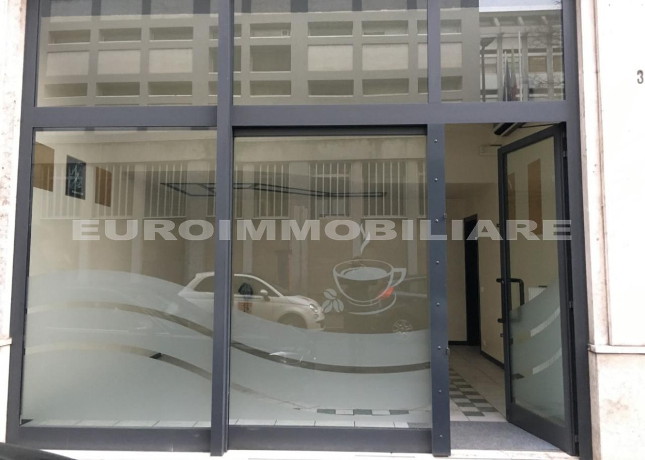Negozio / Locale in affitto a Brescia, 2 locali, prezzo € 950   CambioCasa.it
