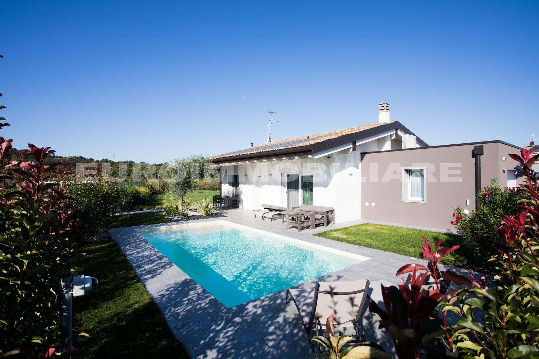 Villa a Manerba del Garda