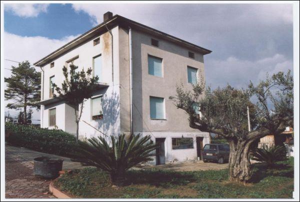 Casa Indipendente in discrete condizioni in vendita Rif. 4152100