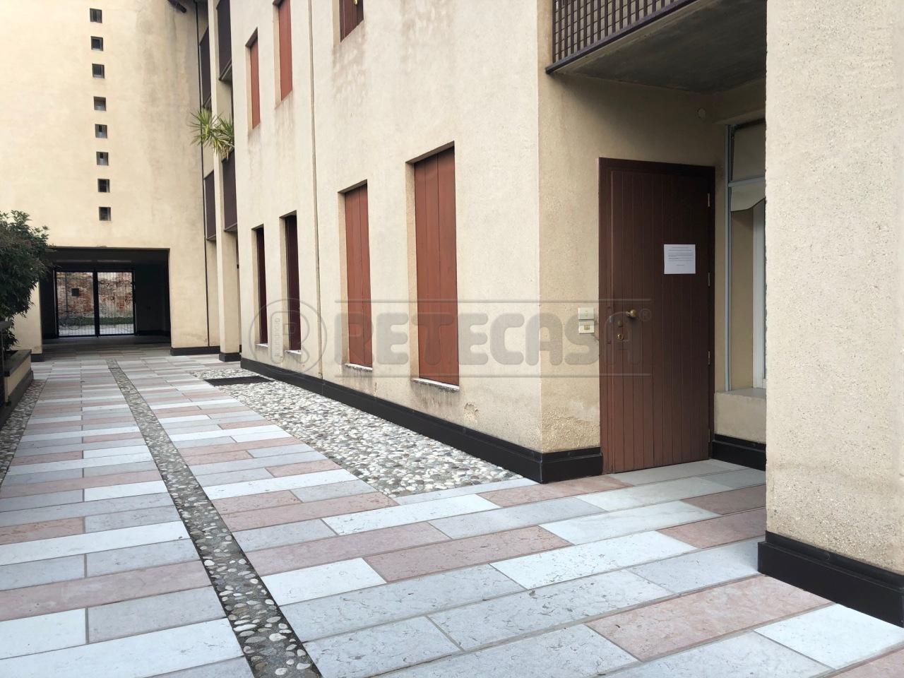 Ufficio / Studio in vendita a Bassano del Grappa, 2 locali, prezzo € 110.000 | CambioCasa.it