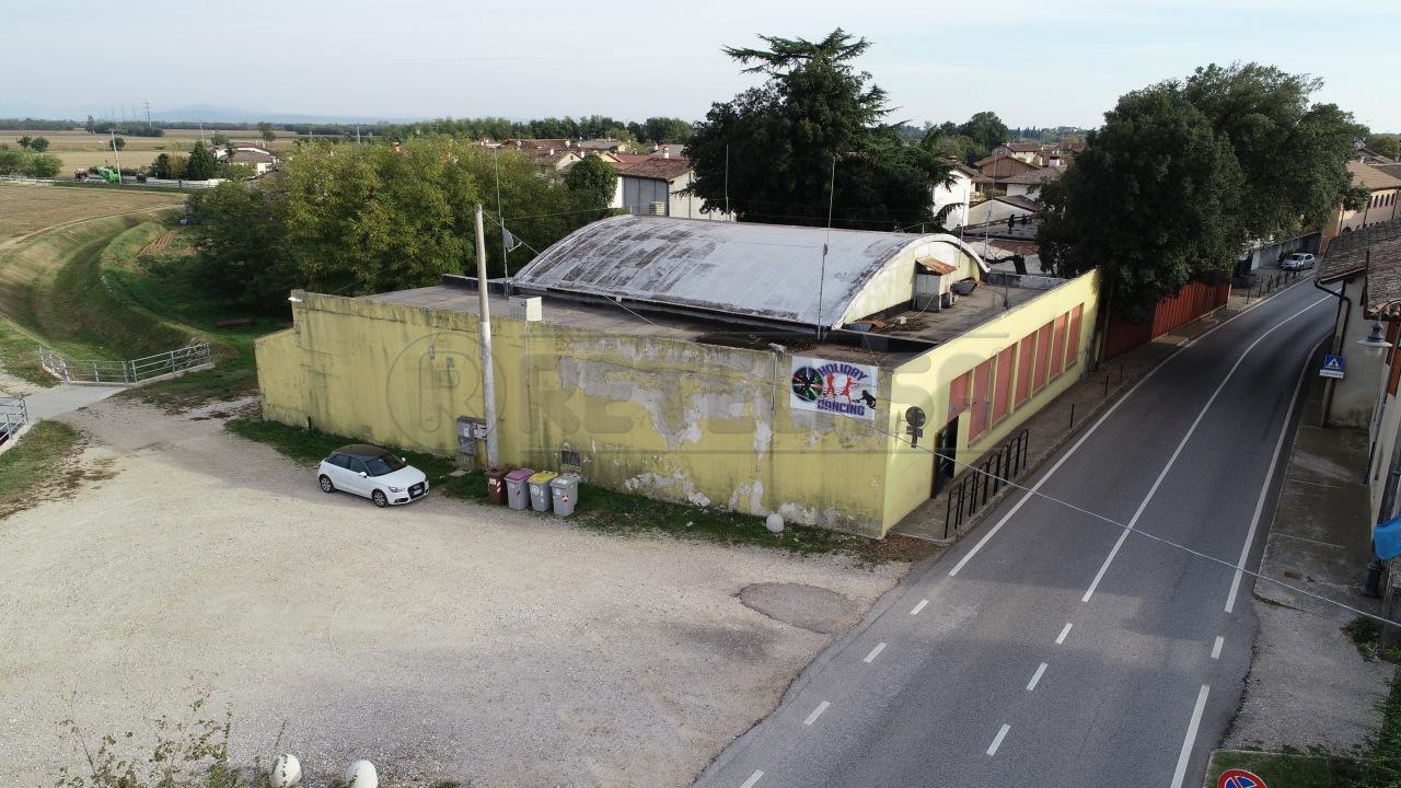 Negozio / Locale in vendita a Santa Maria La Longa, 10 locali, prezzo € 298.000 | CambioCasa.it
