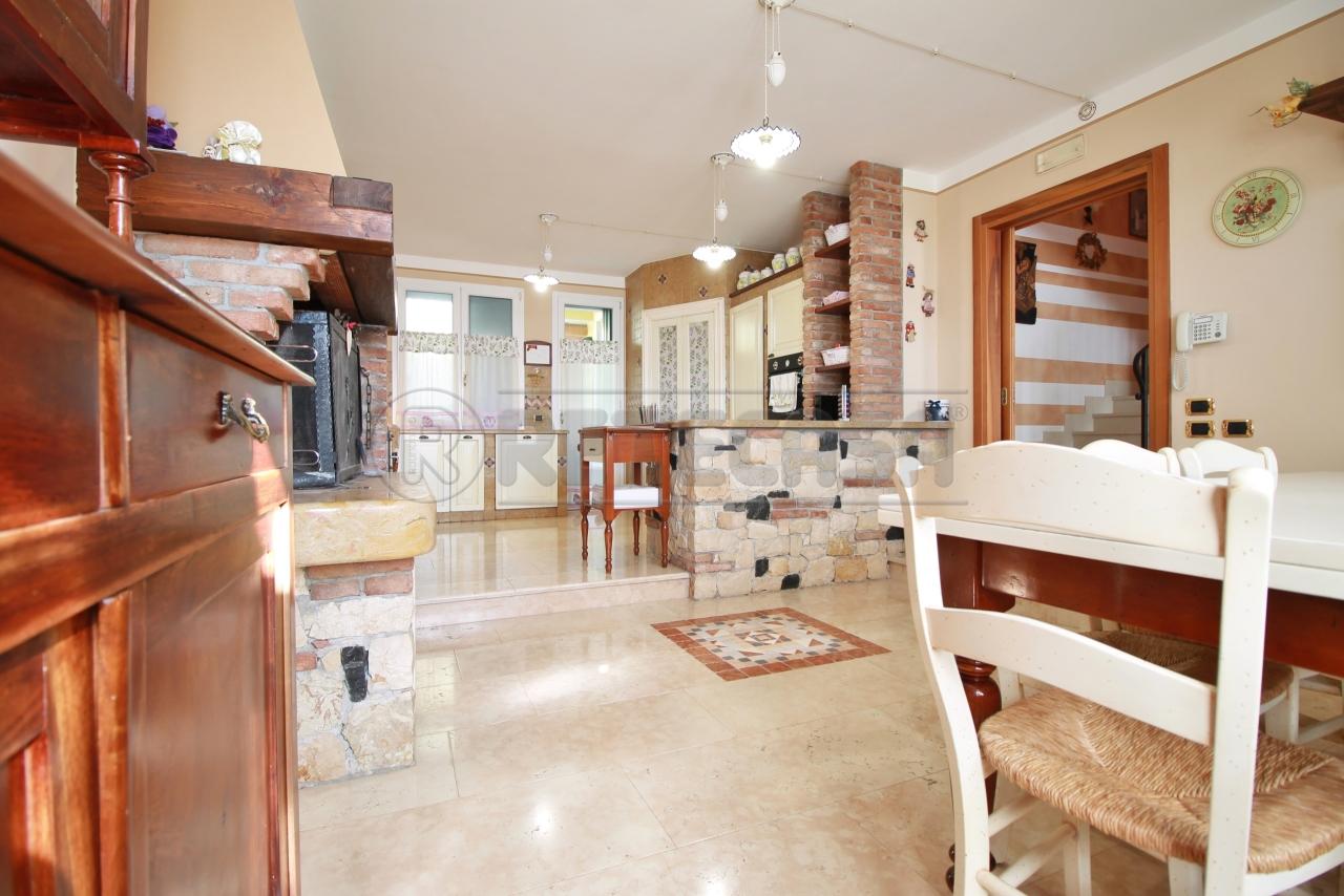 Soluzione Semindipendente in vendita a Chiampo, 8 locali, prezzo € 415.000 | CambioCasa.it