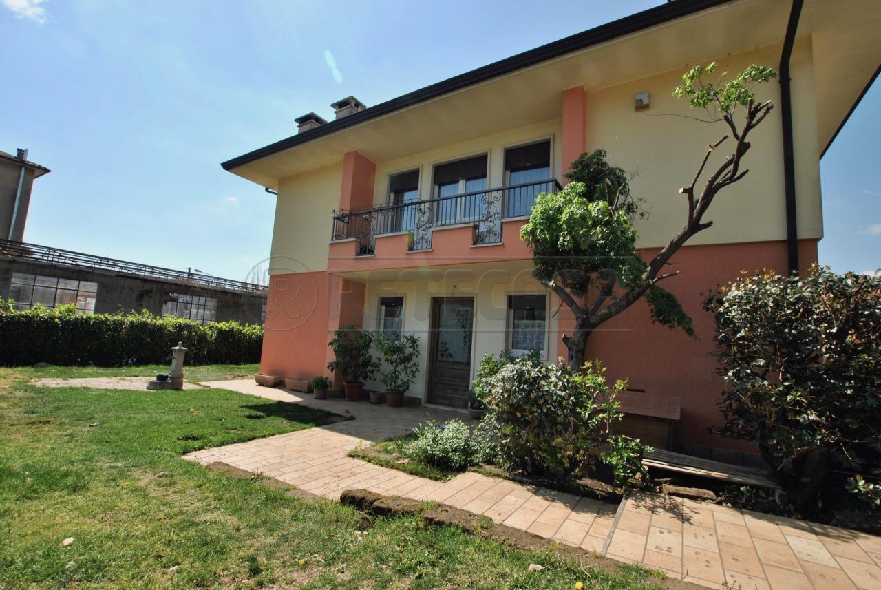 Villetta a schiera in ottime condizioni in vendita Rif. 12393461