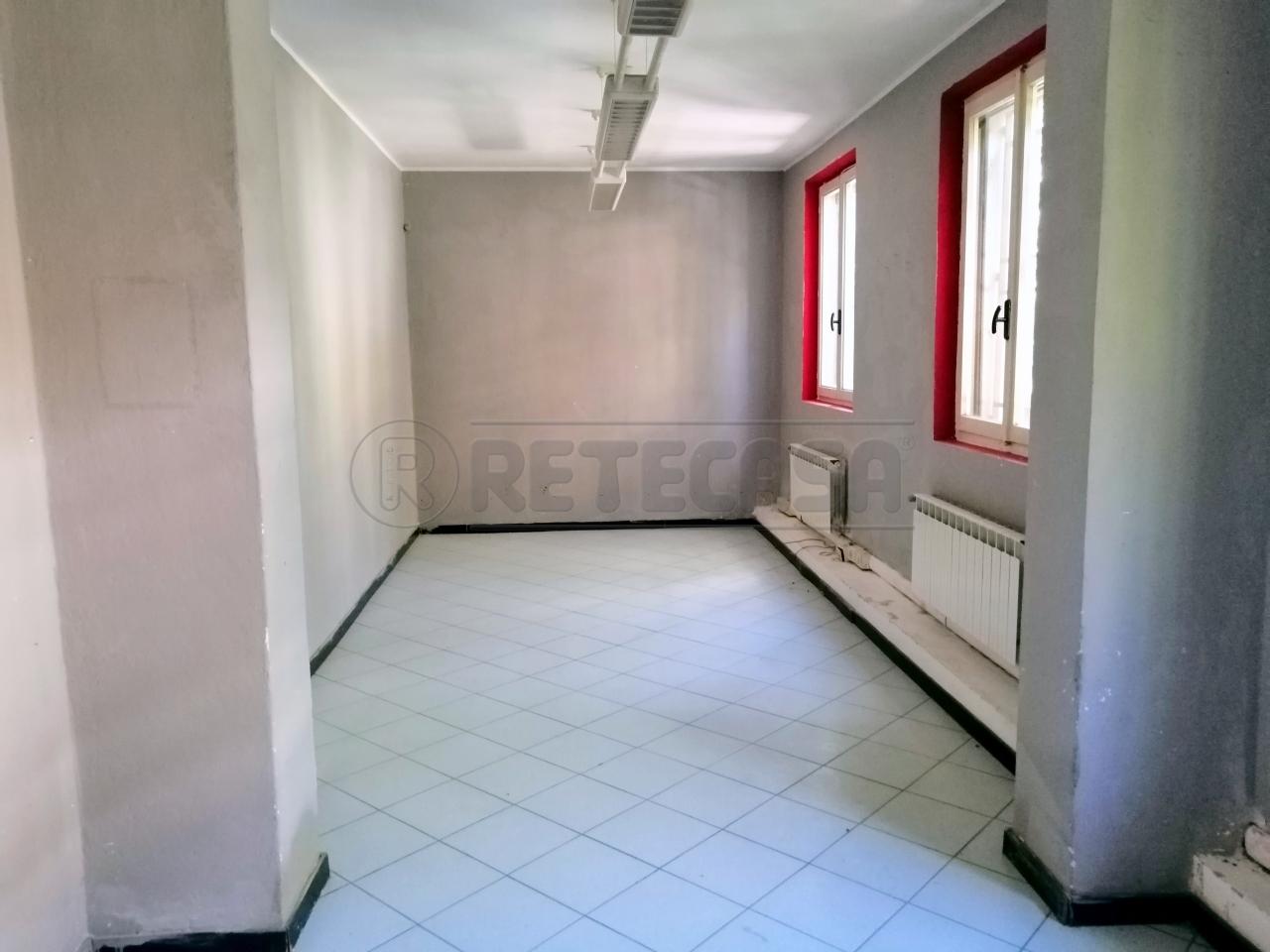 Ufficio / Studio in affitto a Mantova, 5 locali, prezzo € 500 | PortaleAgenzieImmobiliari.it