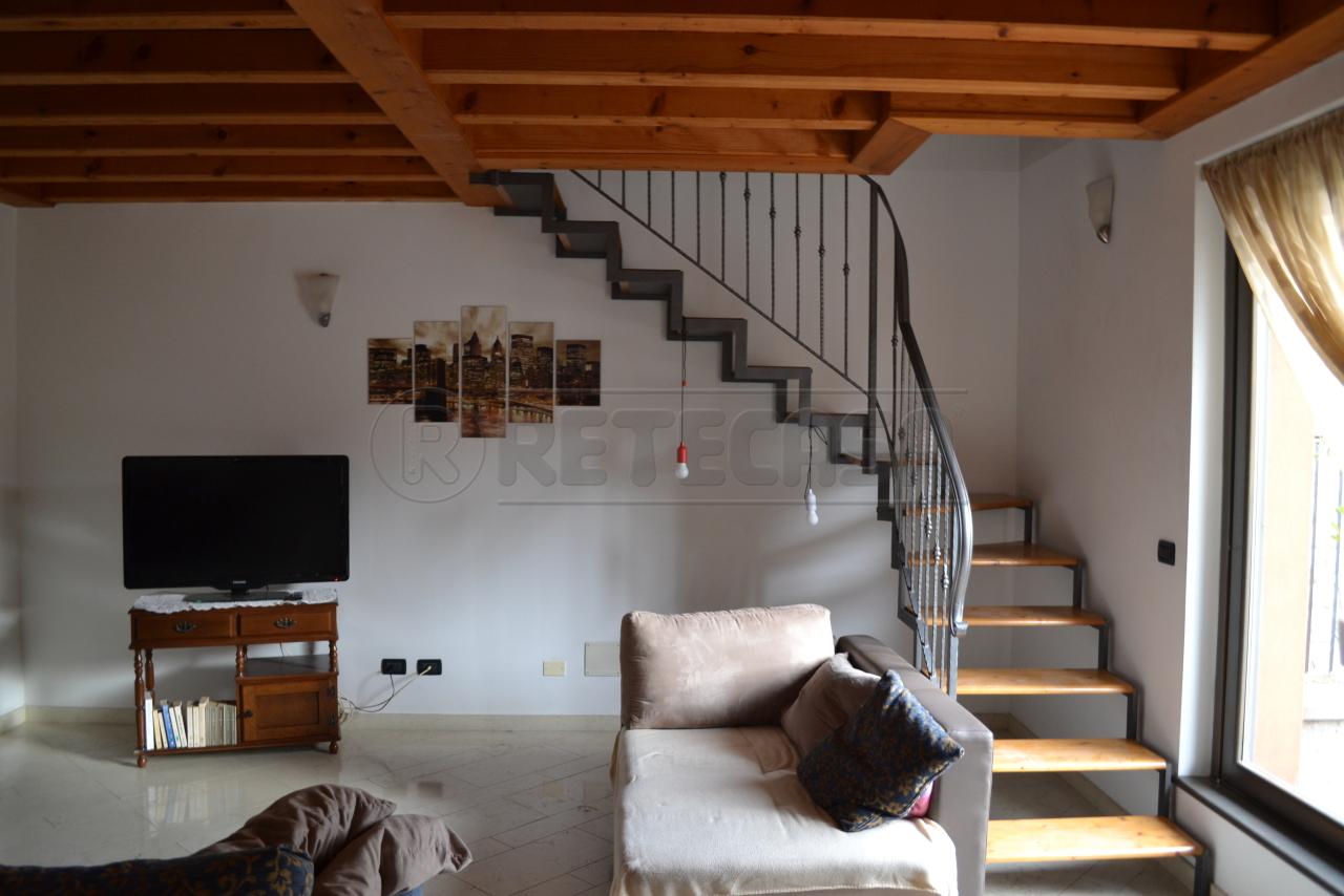 Villa a Schiera in affitto a Cenate Sopra, 4 locali, prezzo € 900 | CambioCasa.it
