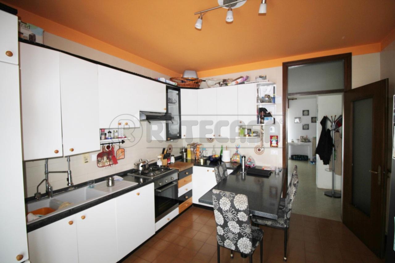 Trilocale in ottime condizioni arredato in vendita Rif. 10825560