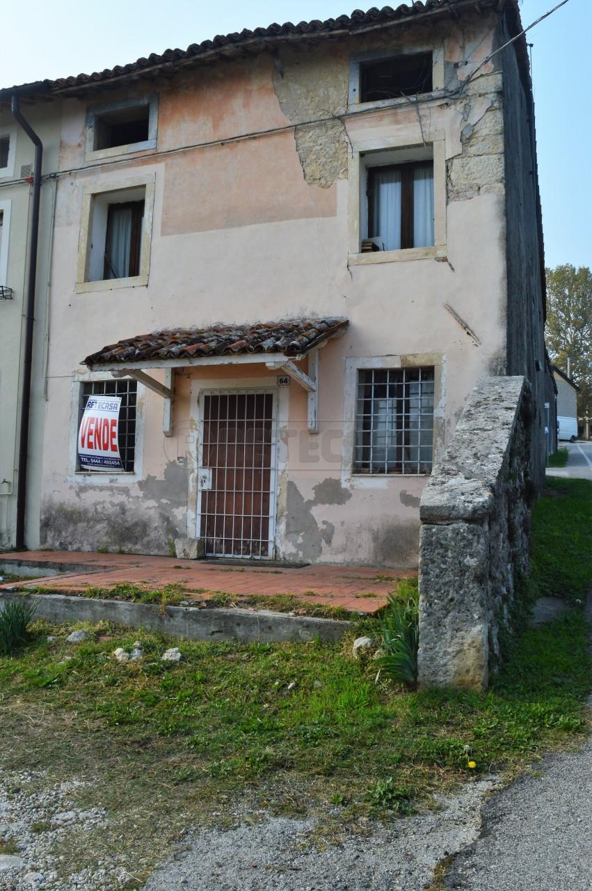 Rustico / Casale in discrete condizioni in vendita Rif. 4126255