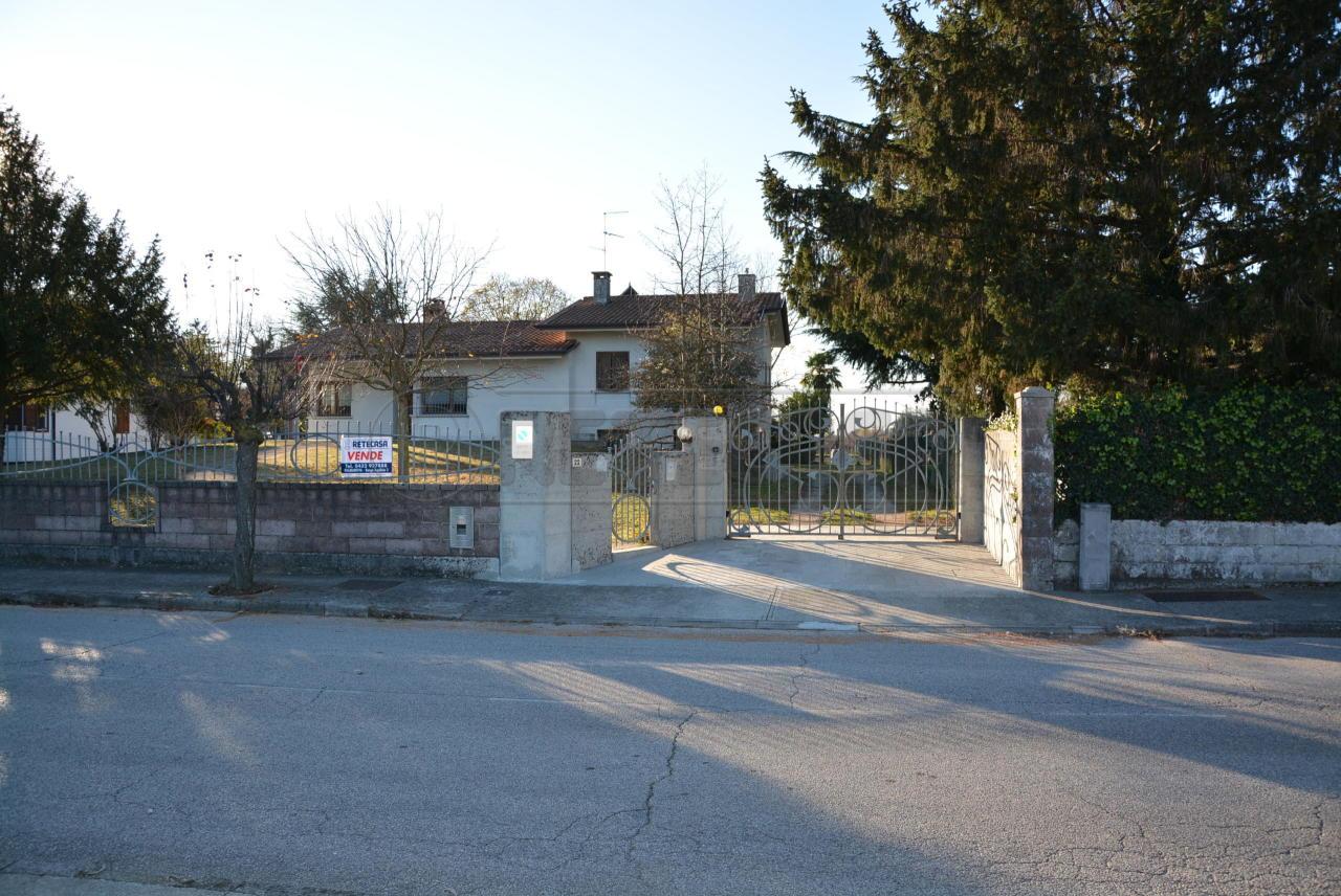 Villa in vendita a Bagnaria Arsa, 8 locali, prezzo € 295.000   CambioCasa.it