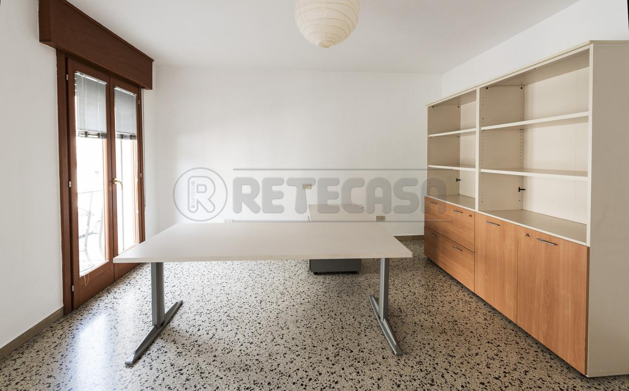 Ufficio / Studio in affitto a Bassano del Grappa, 2 locali, prezzo € 400 | CambioCasa.it