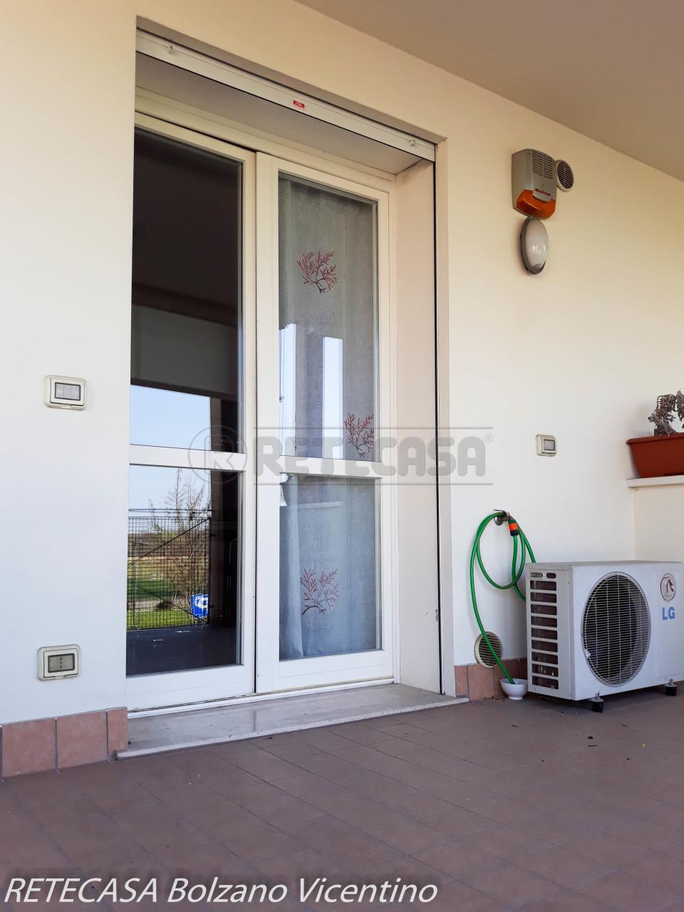 Appartamento in buone condizioni arredato in affitto Rif. 9937425