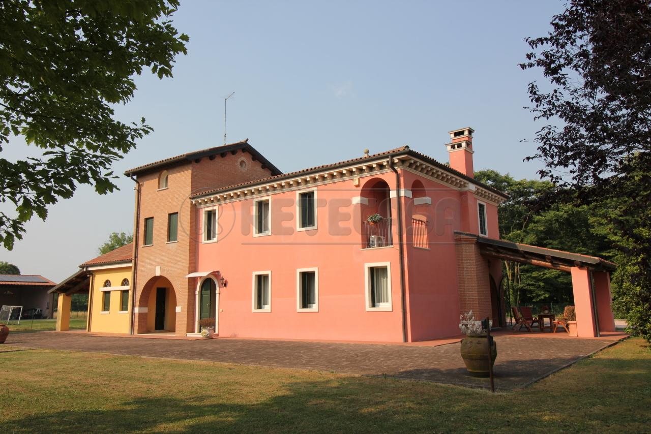 Villa in buone condizioni in vendita Rif. 10763708