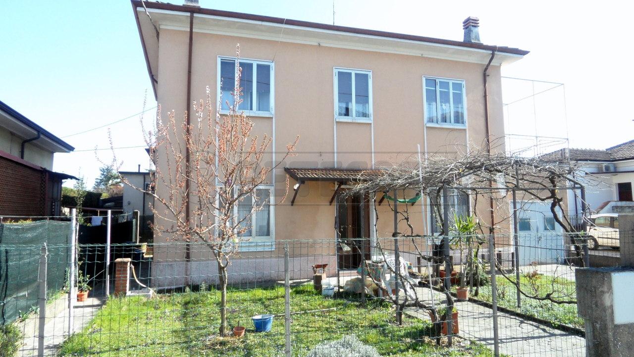 Casa Indipendente in buone condizioni in vendita Rif. 9878060