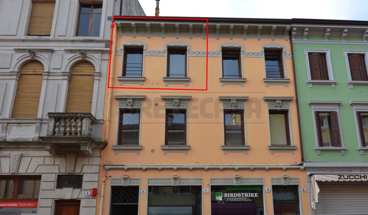 Appartamento in buone condizioni in vendita Rif. 8971504