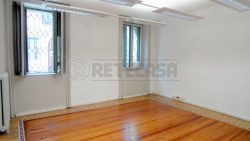Ufficio in Affitto a Mantova, zona Centro Storico, 950€, 145 m²