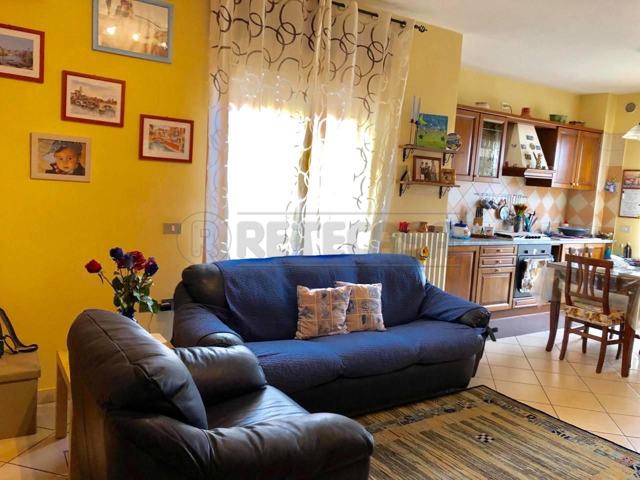 Appartamento in buone condizioni in affitto Rif. 9373570