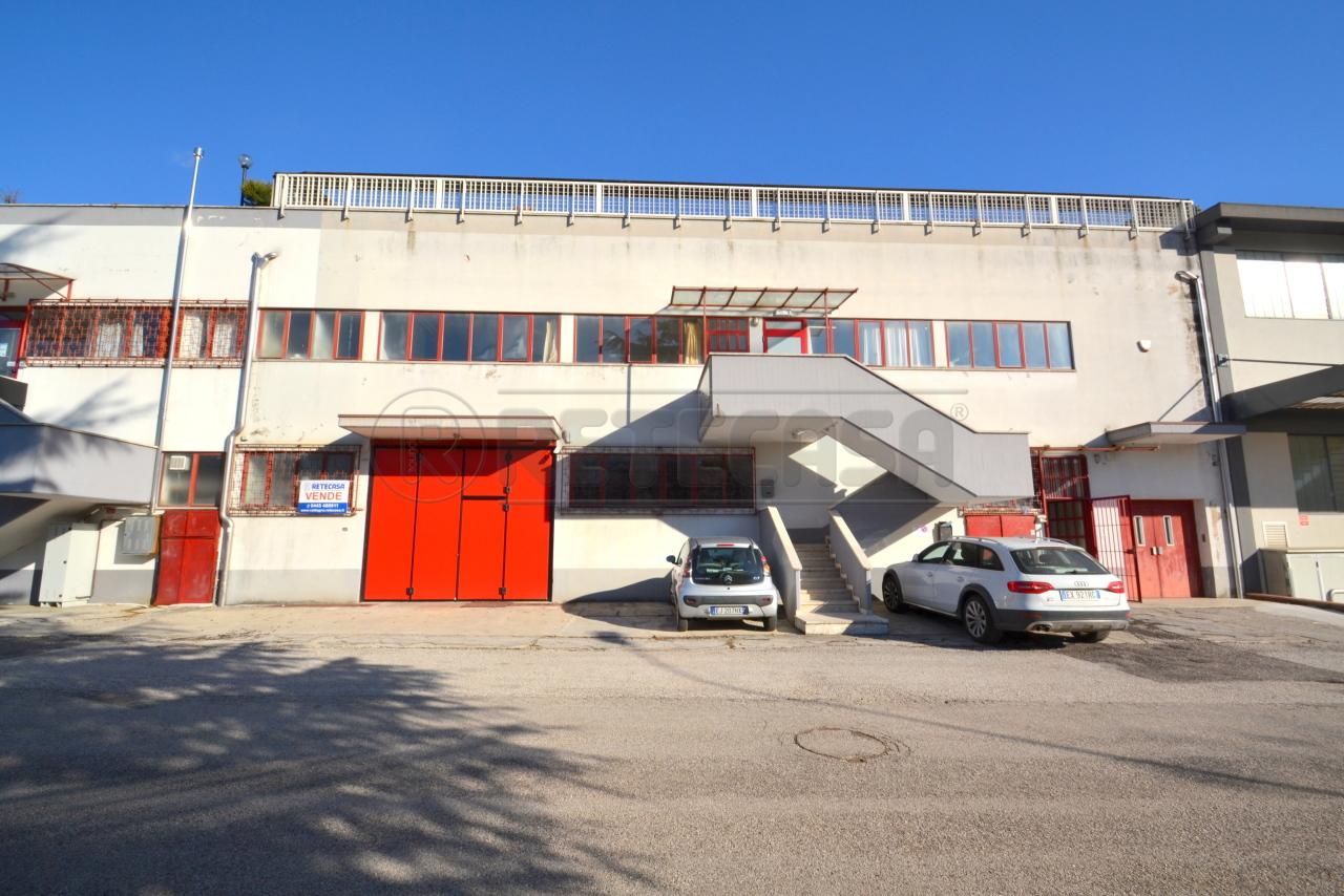 Capannone in vendita a Cornedo Vicentino, 5 locali, prezzo € 175.000 | CambioCasa.it