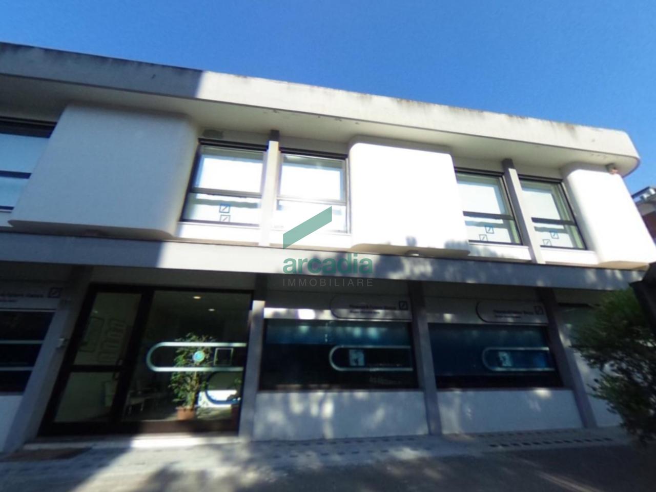 Stabile / Palazzo in buone condizioni in affitto Rif. 8028256