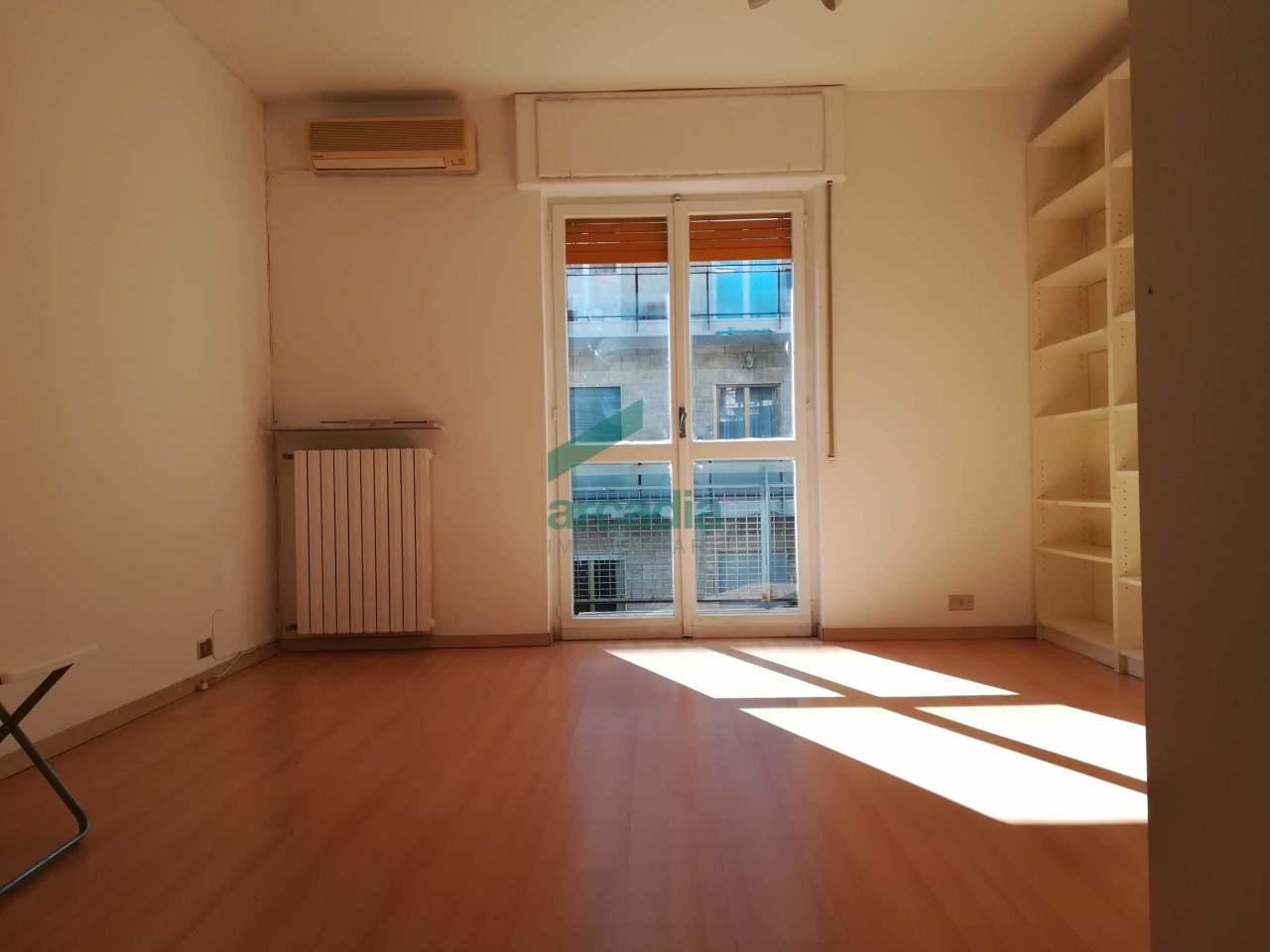 Quadrilocale in buone condizioni in affitto Rif. 9656241